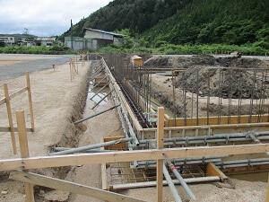 【北広島 大型車庫】基礎地中梁型枠施工完了です<