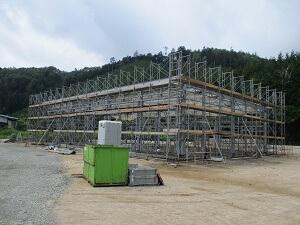【北広島 大型車庫】外部足場組、鉄骨建て方が完了しました<