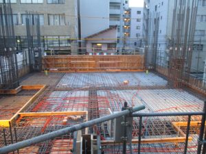 【(仮称)ライトヒルズビル新築工事】1階躯体工事施工中です<