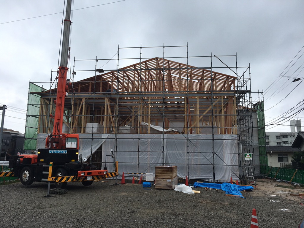 【グループホームなでしこ五日市新築工事】屋根仕舞い完了です<
