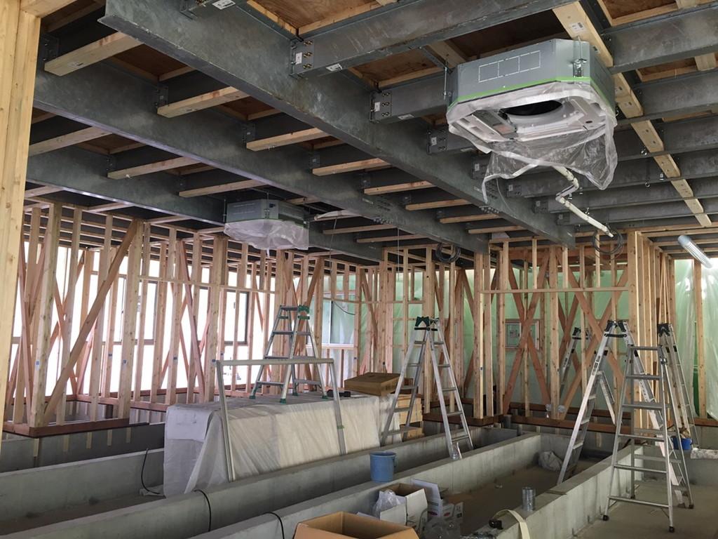 【グループホームなでしこ五日市新築工事】屋根カラーベスト葺き完了状況です<