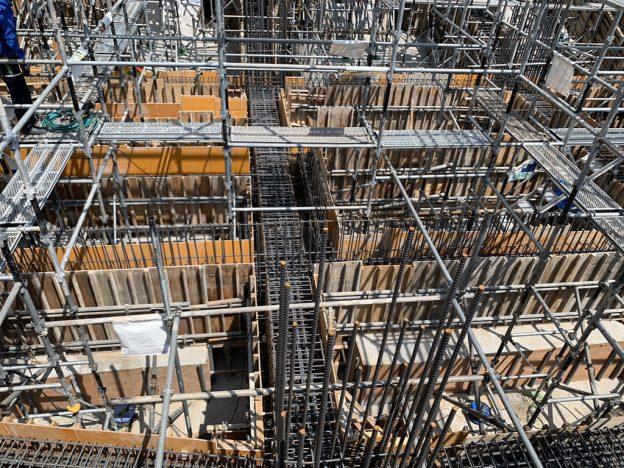 【S病院増築工事】基礎型枠建て込み完了状況・コンクリート打設前養生状況です<