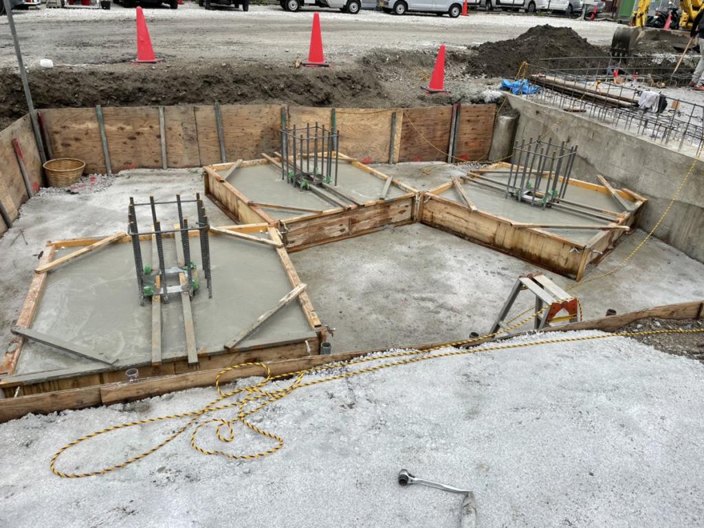 「株式会社京都嵯峨野様 広島ブライダル館」階段基礎コンクリート打設完了、埋設配管です<